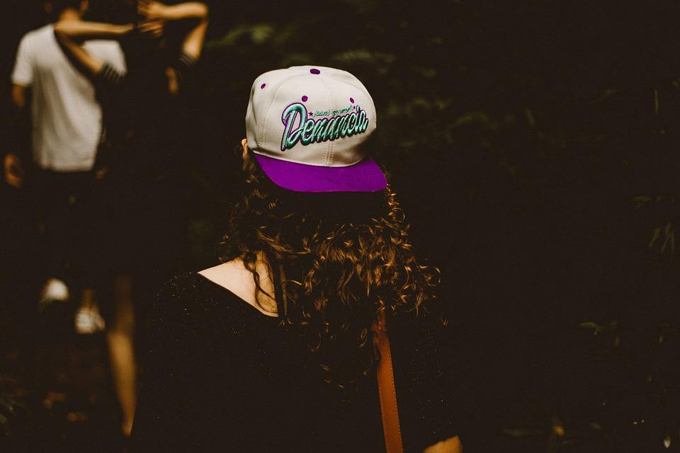 Tipos de gorras para personalizar: ¡Regala con estilo!