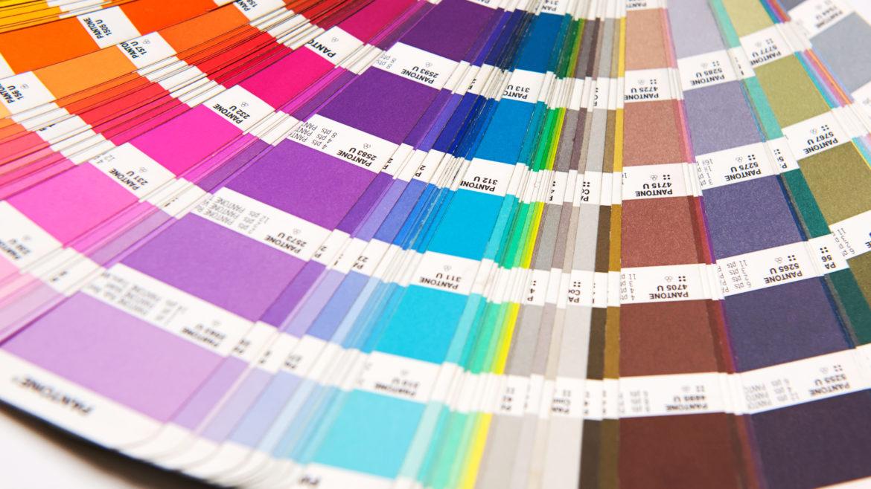 ¿Cuáles son los colores óptimos para estampar y personalizar tu ropa?
